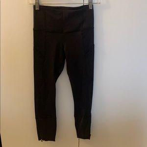 Lululemon like new black crop with side pockets